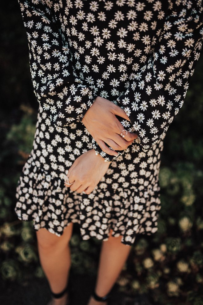 Hands and jewelry || Daisy Print Dress